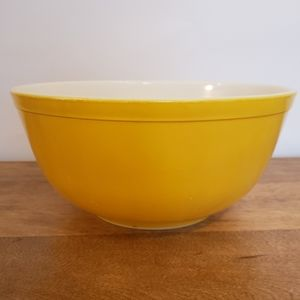 Vtg Pyrex 403 yellow primary bowl 2 1/2 QT